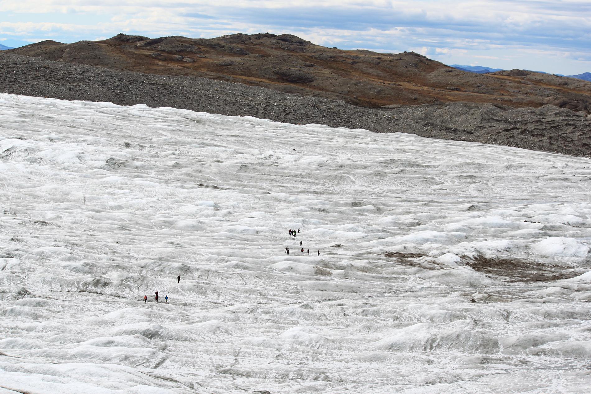 Mannerjää peittää noin 80% Grönlannin pinta-alasta. Jään paksuus saaren keskiosassa on yli kolme kilometriä.